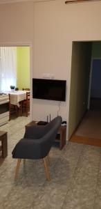 A television and/or entertainment centre at Alice Panzio