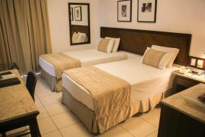 A bed or beds in a room at Metropolitan Hotel