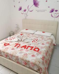 A bed or beds in a room at Le tre orchidee