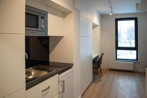 A kitchen or kitchenette at Apartamenty Olimpijskie