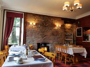 A restaurant or other place to eat at Glenan Lodge Guest House