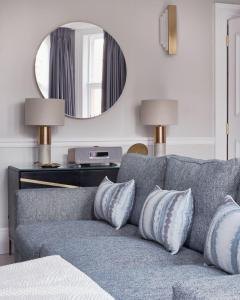 A seating area at 11 Cadogan Gardens Hotel & Apartments