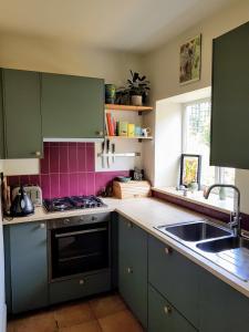 A kitchen or kitchenette at Riding Head Cottage Luddenden