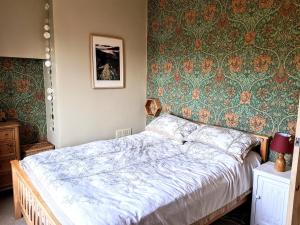 A bed or beds in a room at Riding Head Cottage Luddenden