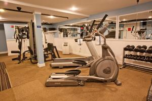 The fitness centre and/or fitness facilities at Edgewater Beach Resort, a VRI resort