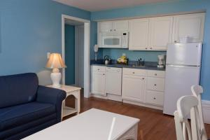 A kitchen or kitchenette at Edgewater Beach Resort, a VRI resort