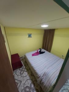 Una cama o camas en una habitación de Cabaña Vivir