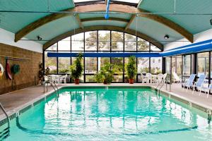 The swimming pool at or close to Holly Tree Resort, a VRI resort