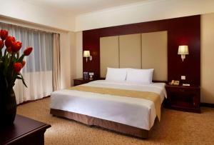 Кровать или кровати в номере JEN Shenyang by Shangri-La