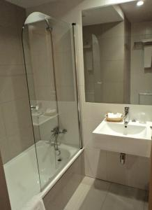 A bathroom at Hotel Windsor