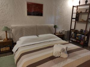 A bed or beds in a room at Melia's House