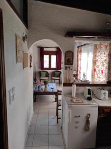 A kitchen or kitchenette at Melia's House
