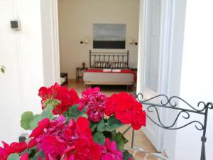 A television and/or entertainment center at Casa Consell Gran Via, Guest House