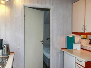 A kitchen or kitchenette at Two-Bedroom Holiday home in Gelting 1