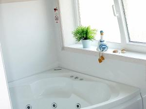 A bathroom at Three-Bedroom Holiday home in Otterndorf 10