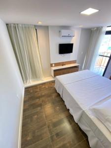 A bed or beds in a room at Swell Praia Hotel