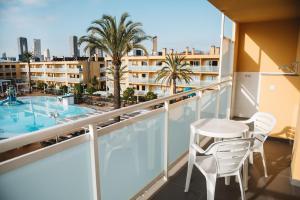 Een balkon of terras bij Apartamentos Turisticos Terralta