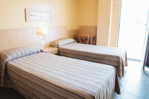 Een bed of bedden in een kamer bij Apartamentos Turisticos Terralta