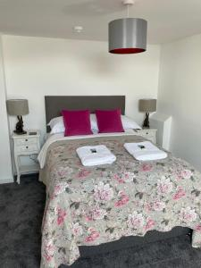 A bed or beds in a room at The Nags Head - Room only accommodation