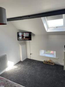 A television and/or entertainment centre at The Nags Head - Room only accommodation