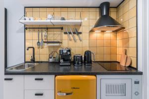 Кухня или мини-кухня в Soon Room