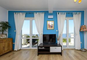 A television and/or entertainment centre at Apartments Maris