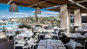 Restauracja lub miejsce do jedzenia w obiekcie Avra Imperial Hotel