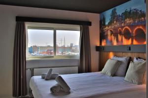 Ein Bett oder Betten in einem Zimmer der Unterkunft Botel