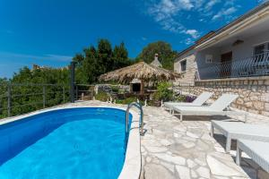The swimming pool at or close to Svagusa holiday house
