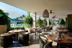 Ein Restaurant oder anderes Speiselokal in der Unterkunft Mondrian South Beach