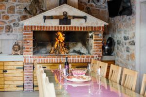 Oprema za roštilj dostupna gostima vila