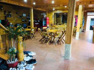 Restauracja lub miejsce do jedzenia w obiekcie H'mong Stilt House