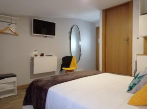 A bed or beds in a room at Pensión Úbeda