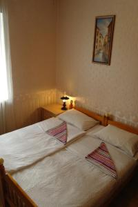 A bed or beds in a room at Хостел на Фрунзе 63
