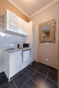 A kitchen or kitchenette at Colac Mid City Motor Inn