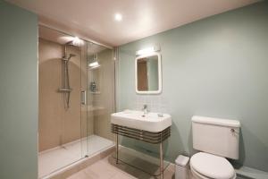 A bathroom at Rook Lane House