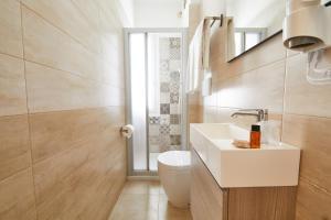 Ein Badezimmer in der Unterkunft Hotel Garnì Lele