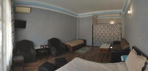 Uma área de estar em Motel Sema