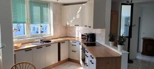 Küche/Küchenzeile in der Unterkunft Marina 68/70
