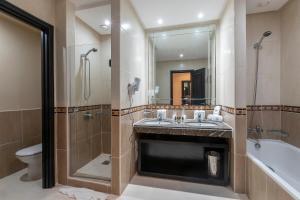 Salle de bains dans l'établissement Eden Andalou Suites, Aquapark & Spa