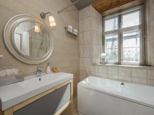A bathroom at Pidula Mõisa külalistemaja - Pidula Manor