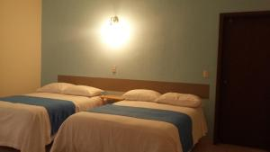 A bed or beds in a room at Hotel Casa Caelum