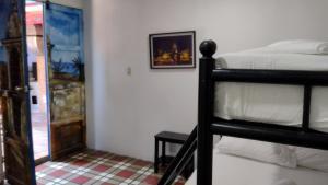 Een stapelbed of stapelbedden in een kamer bij Hostel Mamabella