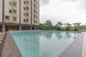 The swimming pool at or close to Apartemen Cibubur Village by Raja Sulaiman Property