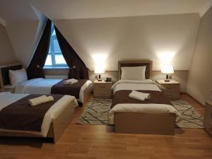 Cama ou camas em um quarto em Gold Hotel Quba