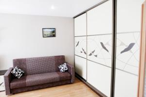 A seating area at Великолепные Апартаменты в центре, Как Дома