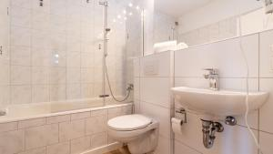 A bathroom at Ginius Homes: Indian elephant room