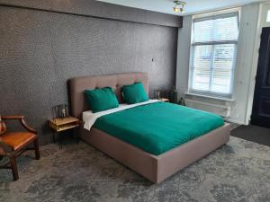 A bed or beds in a room at Suite Sneek Centrum