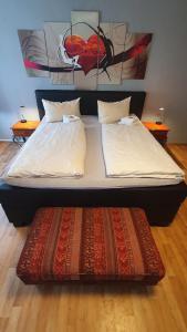 Ein Bett oder Betten in einem Zimmer der Unterkunft Brauereigasthof zur Münz seit 1586 Sky Sportsbar