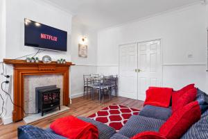 A television and/or entertainment center at Staywhenever MS- 4 Bedroom House, King Size Beds, Sleeps 9